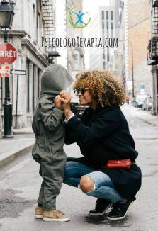 El apego son los lazos afectivos entre el niño y su figura materna