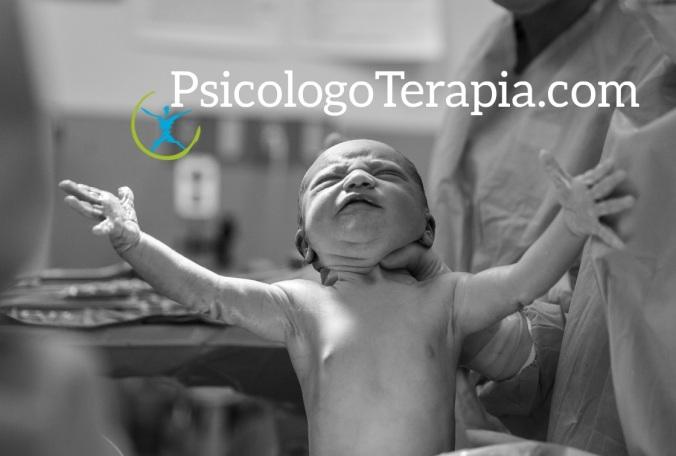 Nacimiento bebé. Psicólogo terapia. Photo by Alex Hockett